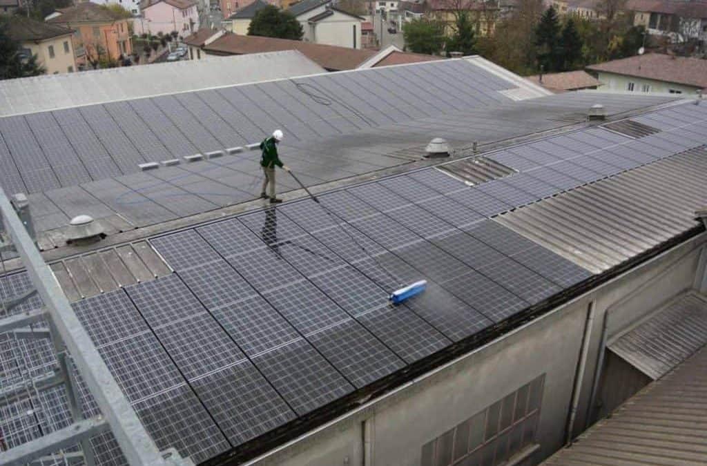 Perché bisogna pulire i pannelli fotovoltaici?