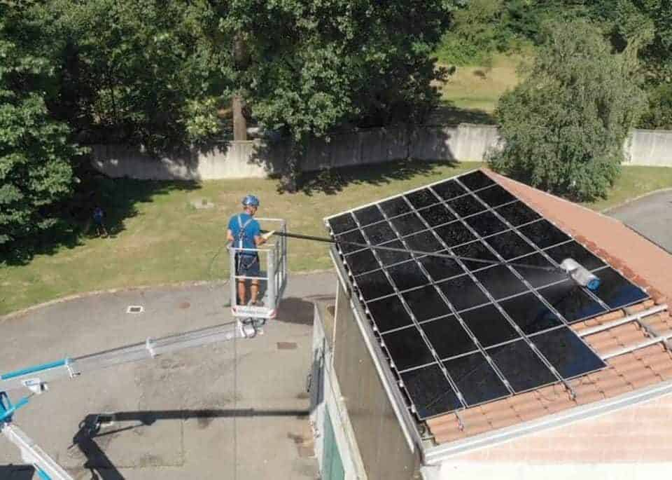 Lavaggio pannelli solari e fotovoltaici